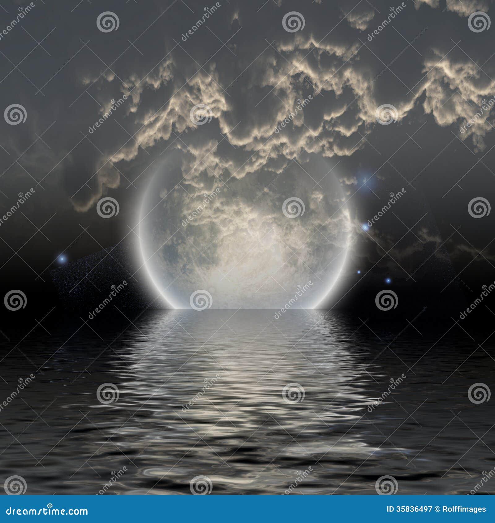Lune au-dessus de l eau