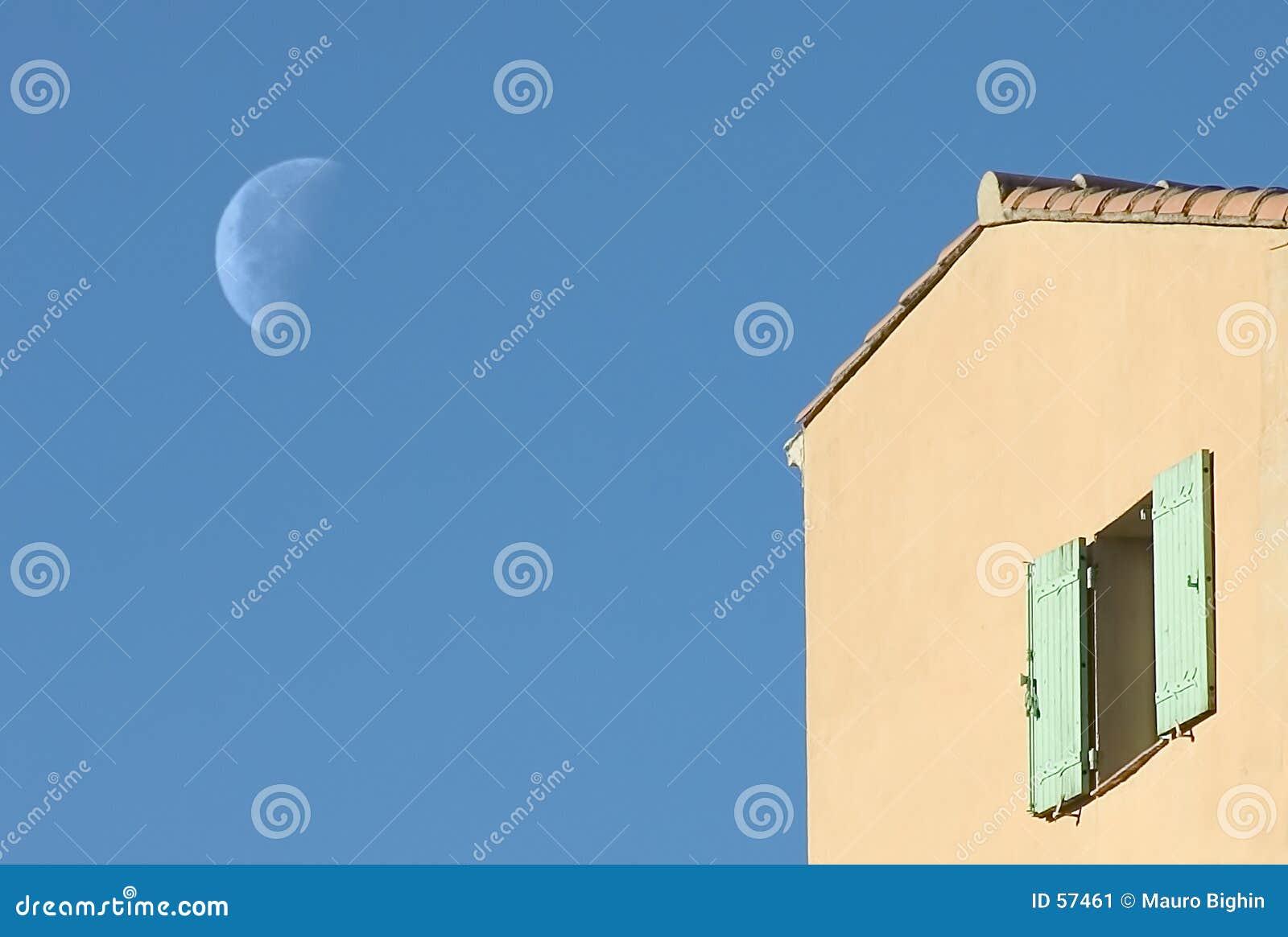 Download Lune de la Provence image stock. Image du europe, bleu, paix - 57461