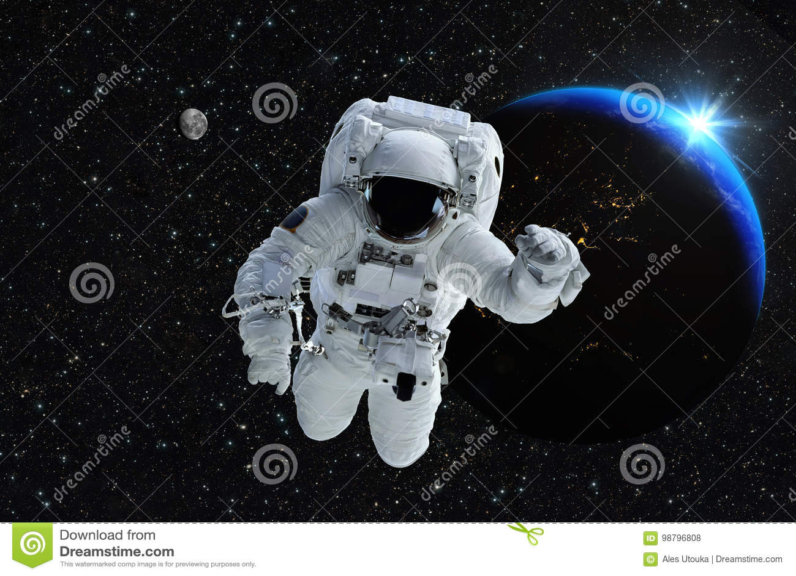 Lune de la terre de planète de personnes d espace extra-atmosphérique d astronaute d astronaute Beautif