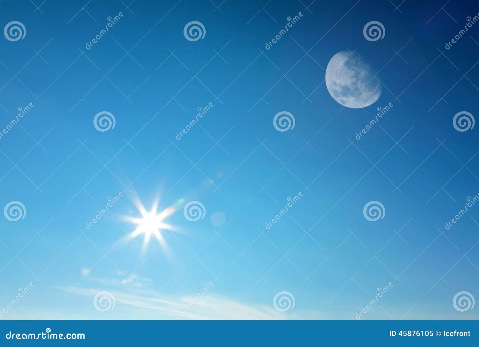 Lune et soleil ensemble sur le ciel