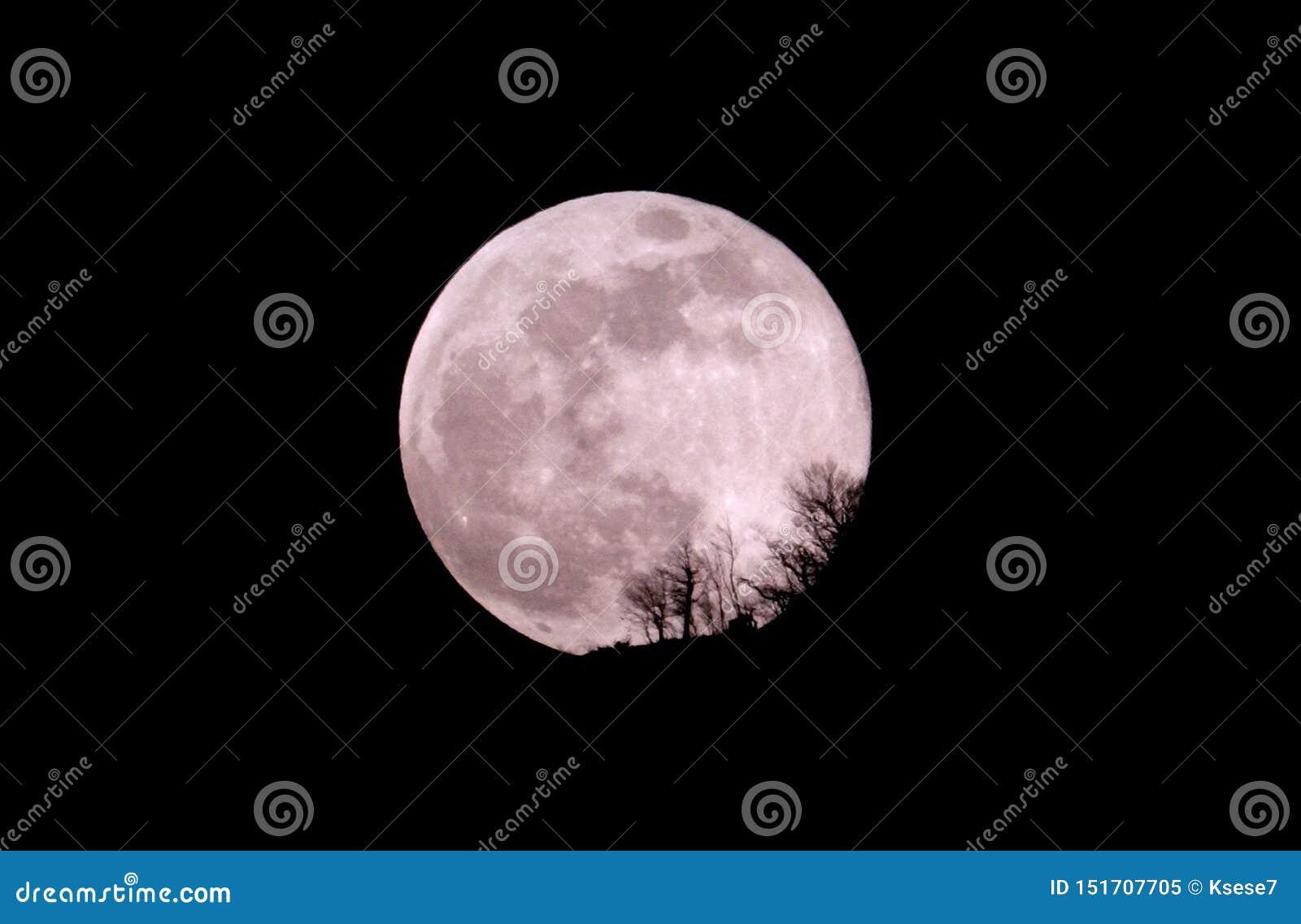 Lune mystérieuse et mystique