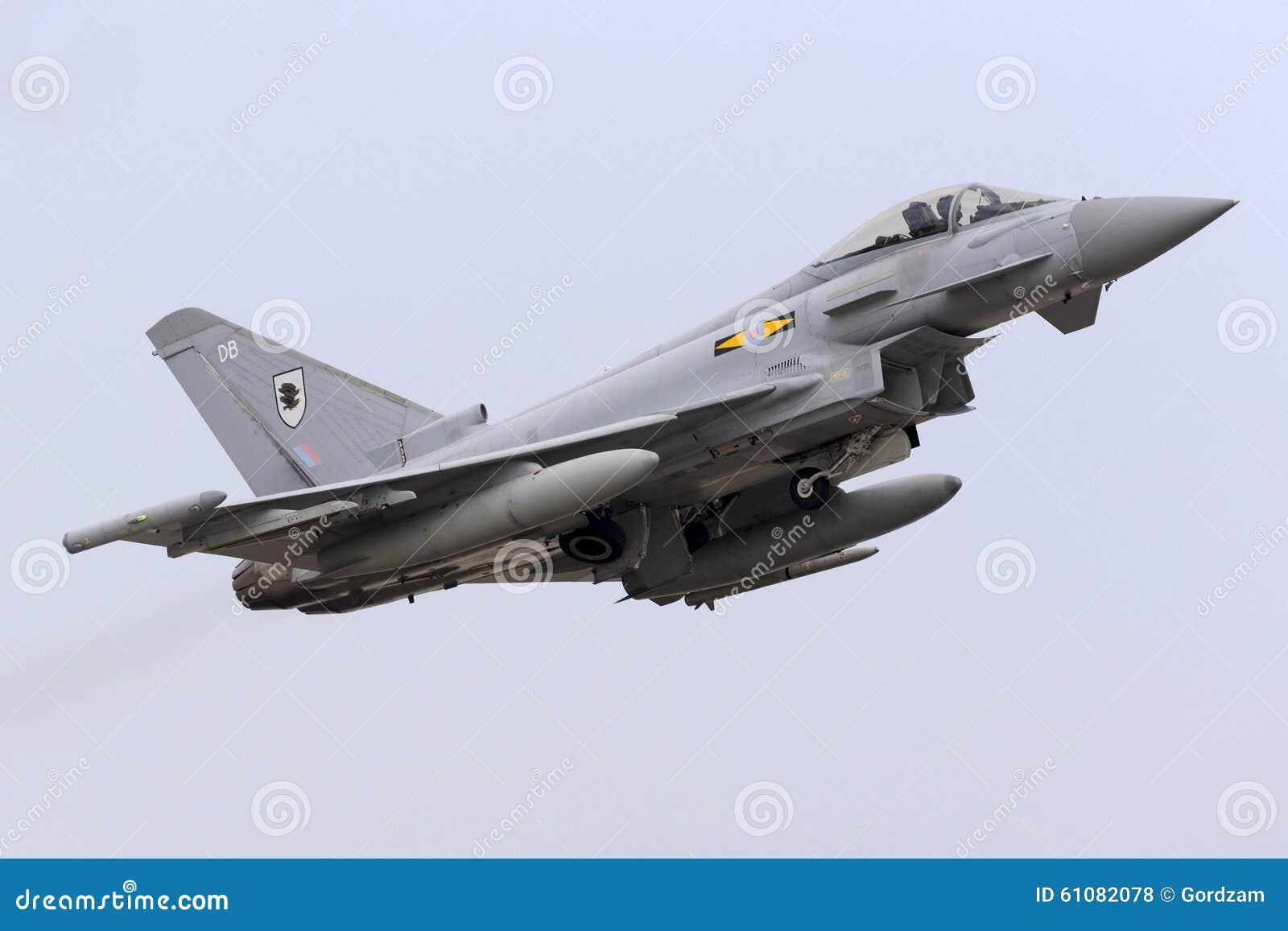 Luqa, Μάλτα - 20 Οκτωβρίου 2015: RAF ο τυφώνας απογειώνεται