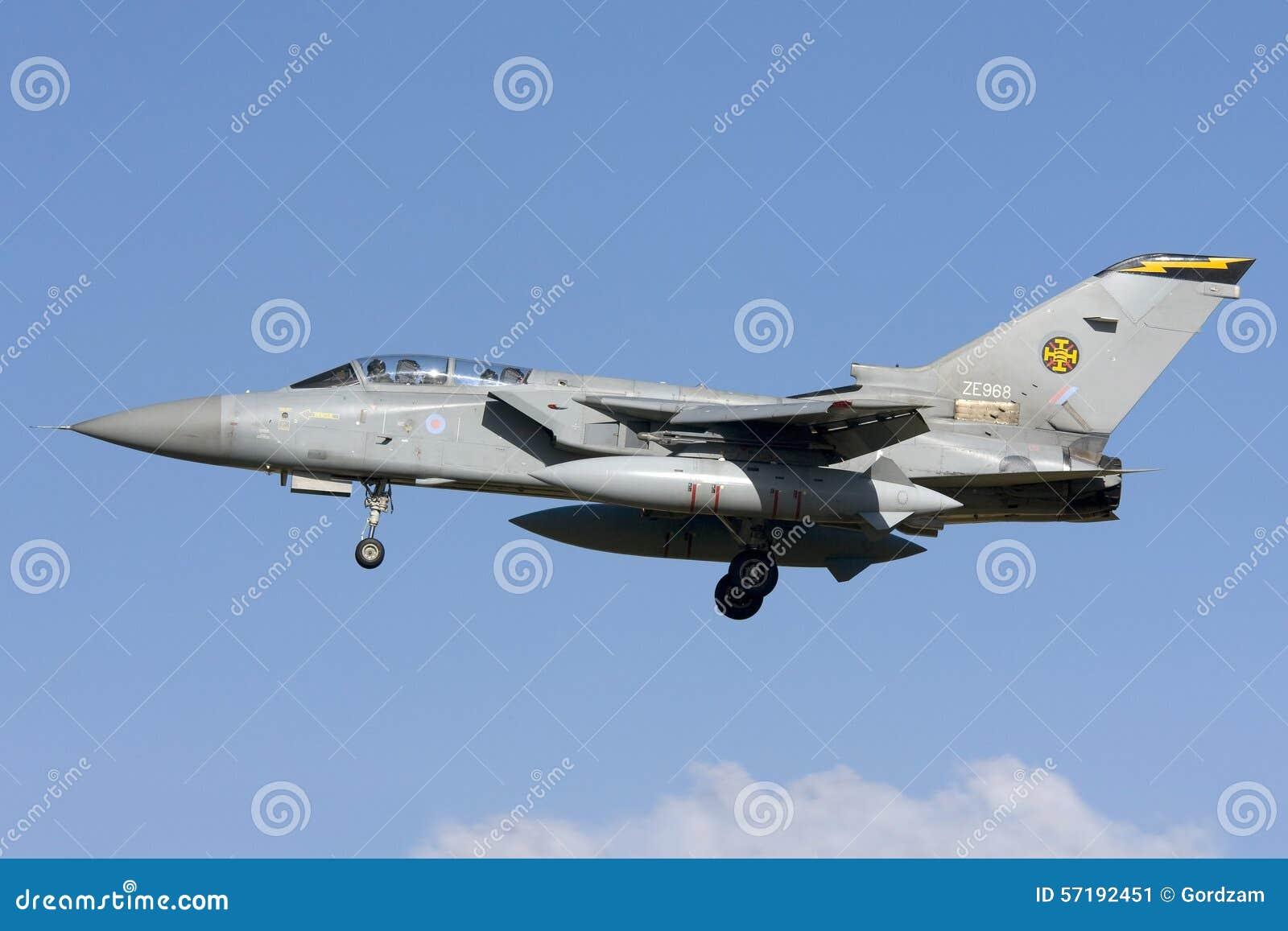 Luqa, Malta 7 de noviembre de 2008: Aterrizaje de RAF Tornado