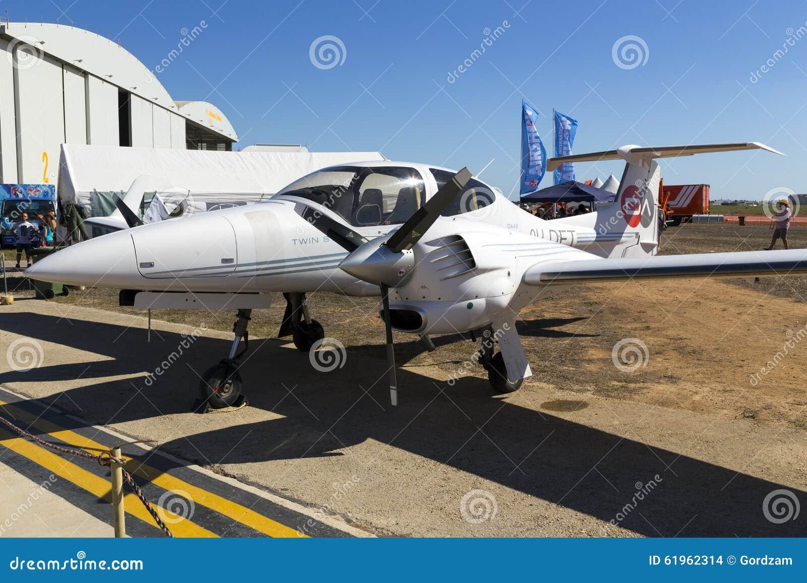 Luqa, Malta 26 de septiembre de 2015: Diamond Light Aircraft