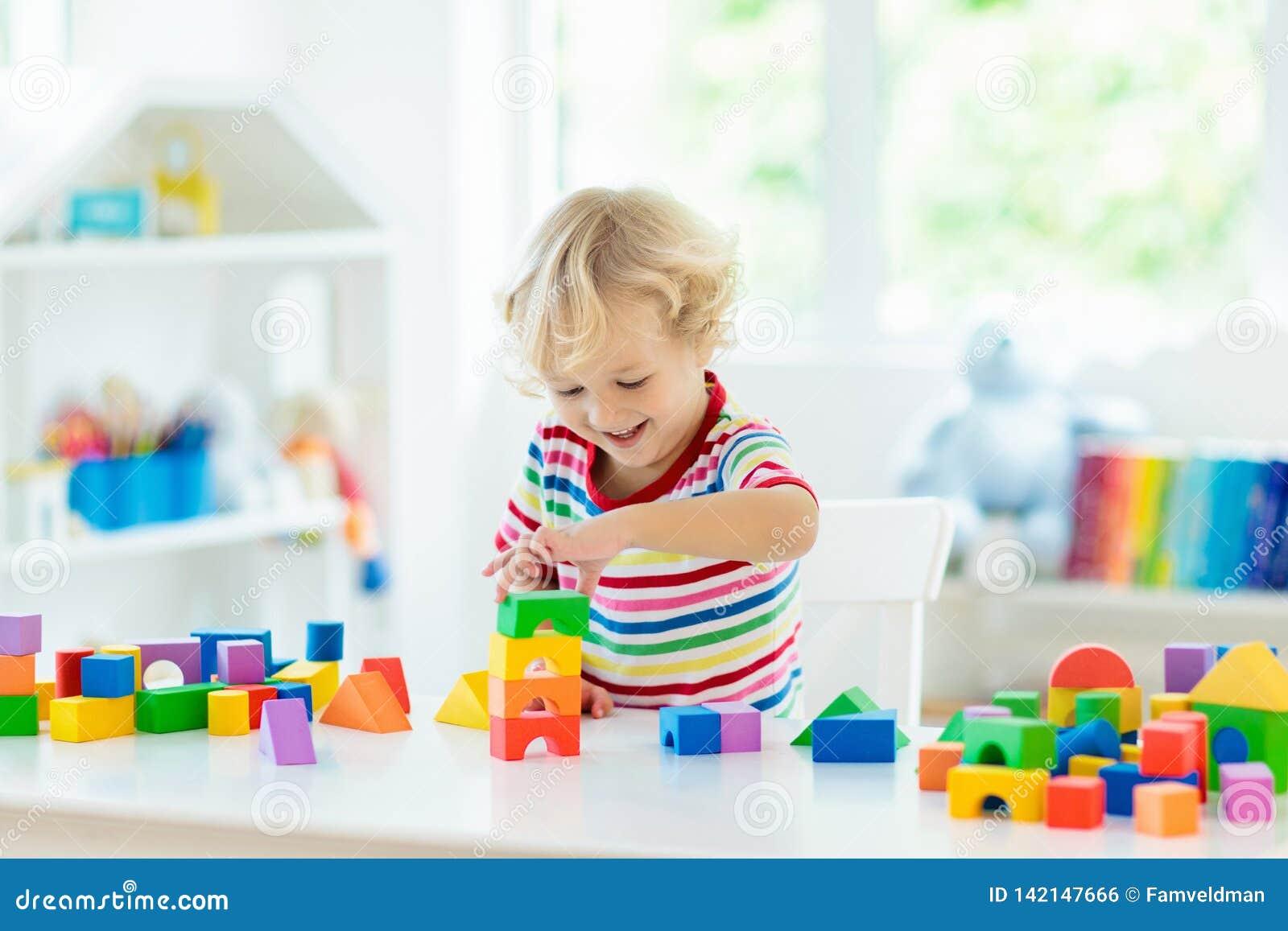 Lurar leksaker Barnbyggnadstorn av leksakkvarter