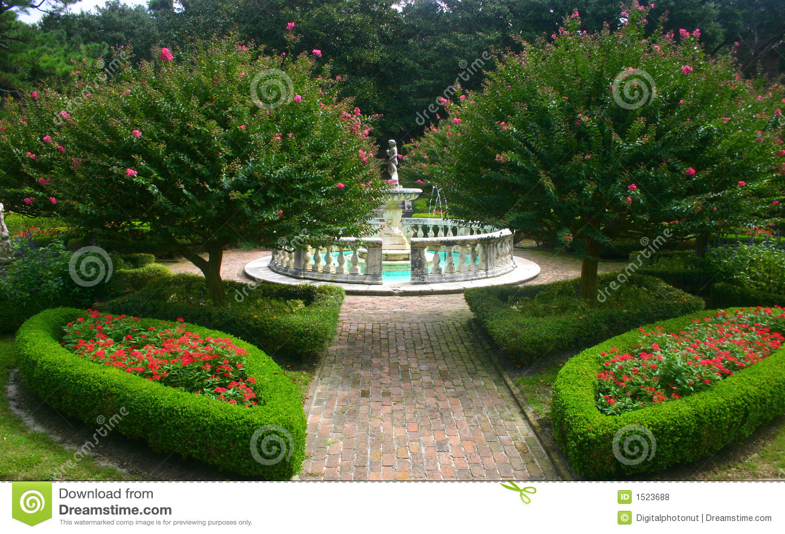 Lush Garden With Fountain Royalty Free Stock Photos