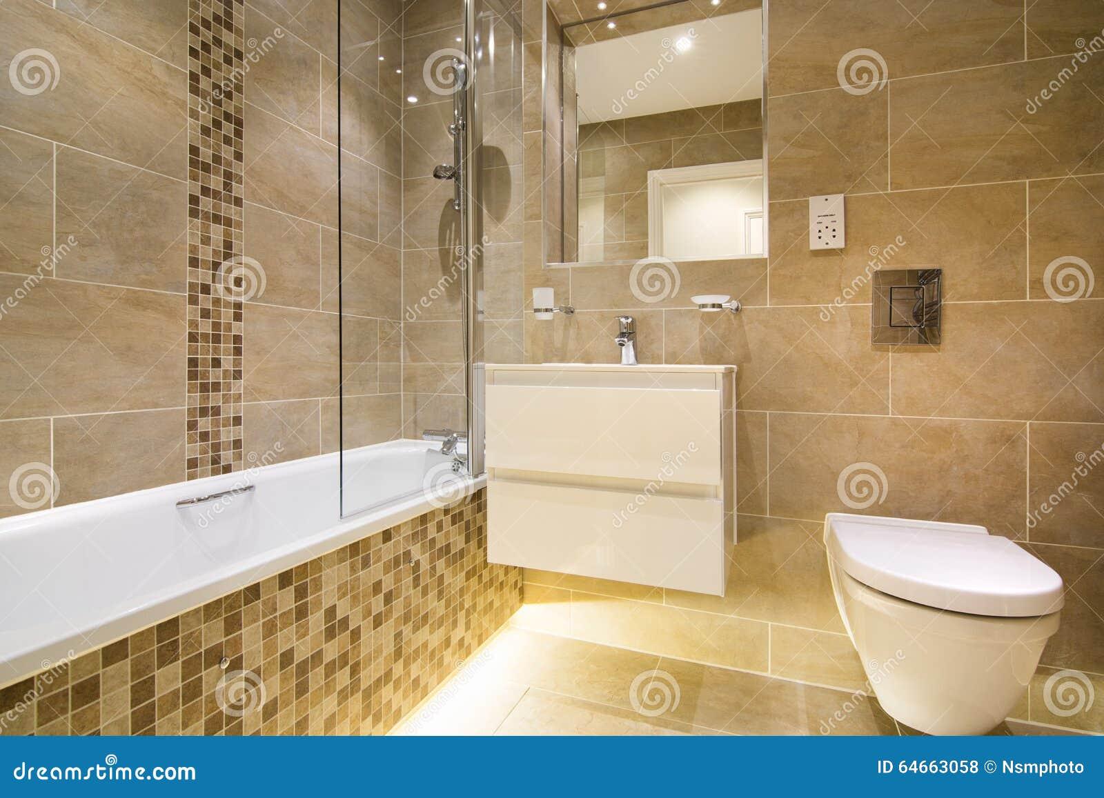 Lusso un bagno di tre pezzi nel beige marrone fotografia stock immagine di mano vetro 64663058 - Bagno marrone e beige ...