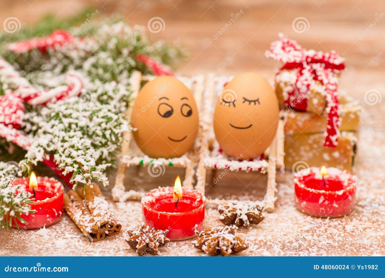 Lustige Eier Weihnachten Mandarine Geschenk Und Kerzen Stockfoto