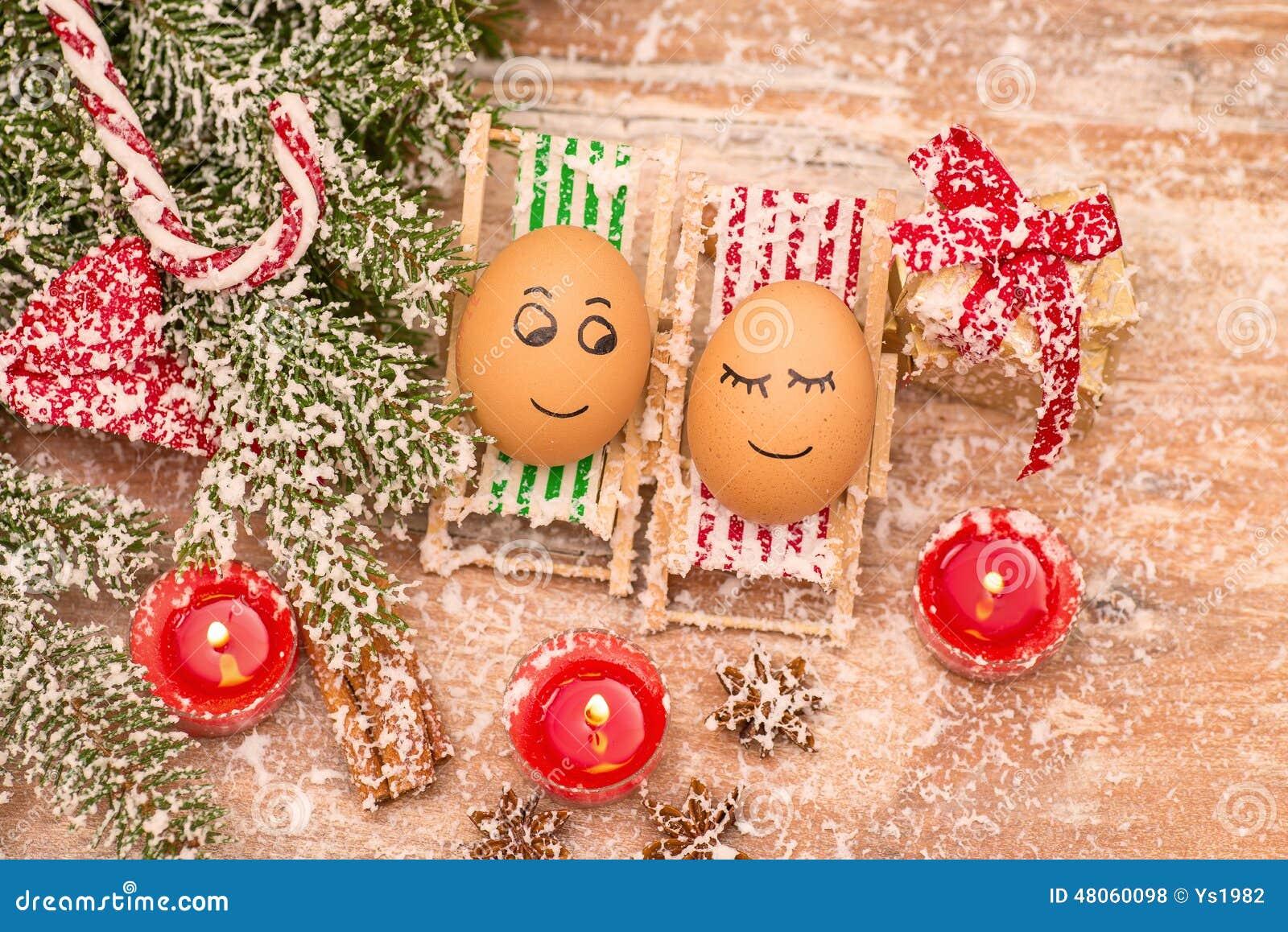 lustige eier weihnachten mandarine geschenk und kerzen. Black Bedroom Furniture Sets. Home Design Ideas