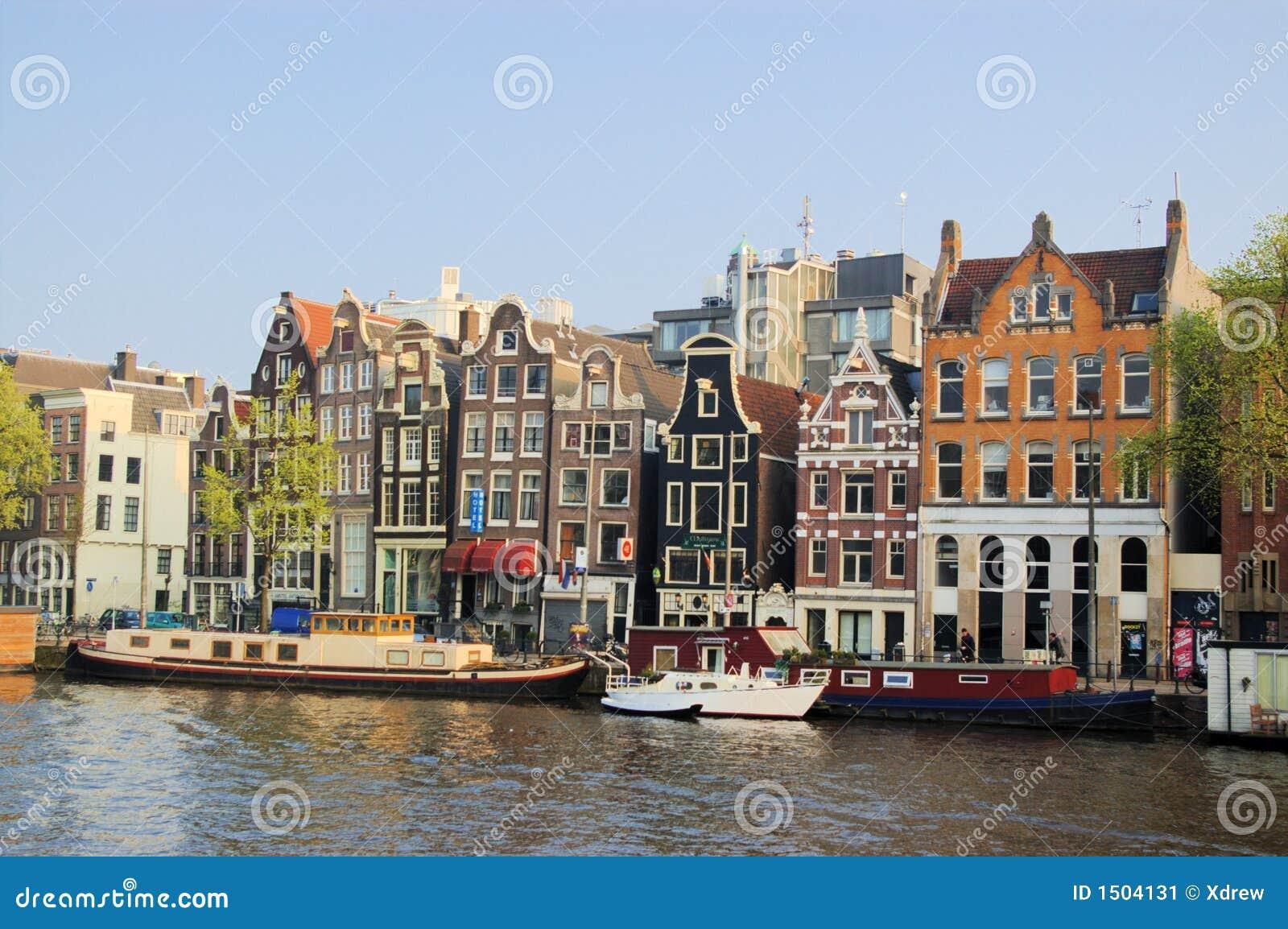 lustige h user von amsterdam stockbild bild von anziehung fremd 1504131. Black Bedroom Furniture Sets. Home Design Ideas