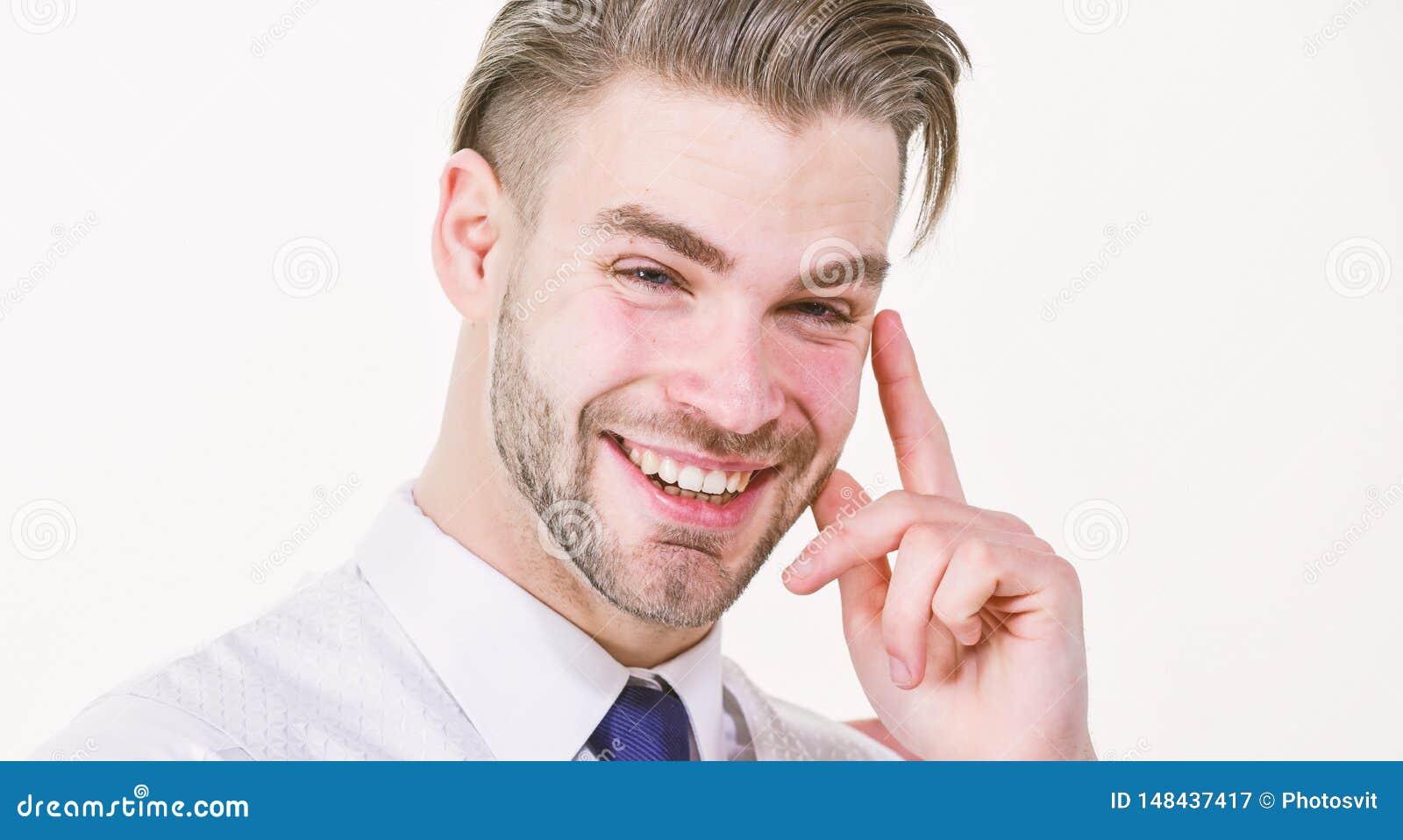 Lustige Idee B?rtiges Mannl?cheln mit dem Finger hob lokalisiert auf Wei? an Gl?ckliches Machol?cheln oder Lachen Konzept der neu