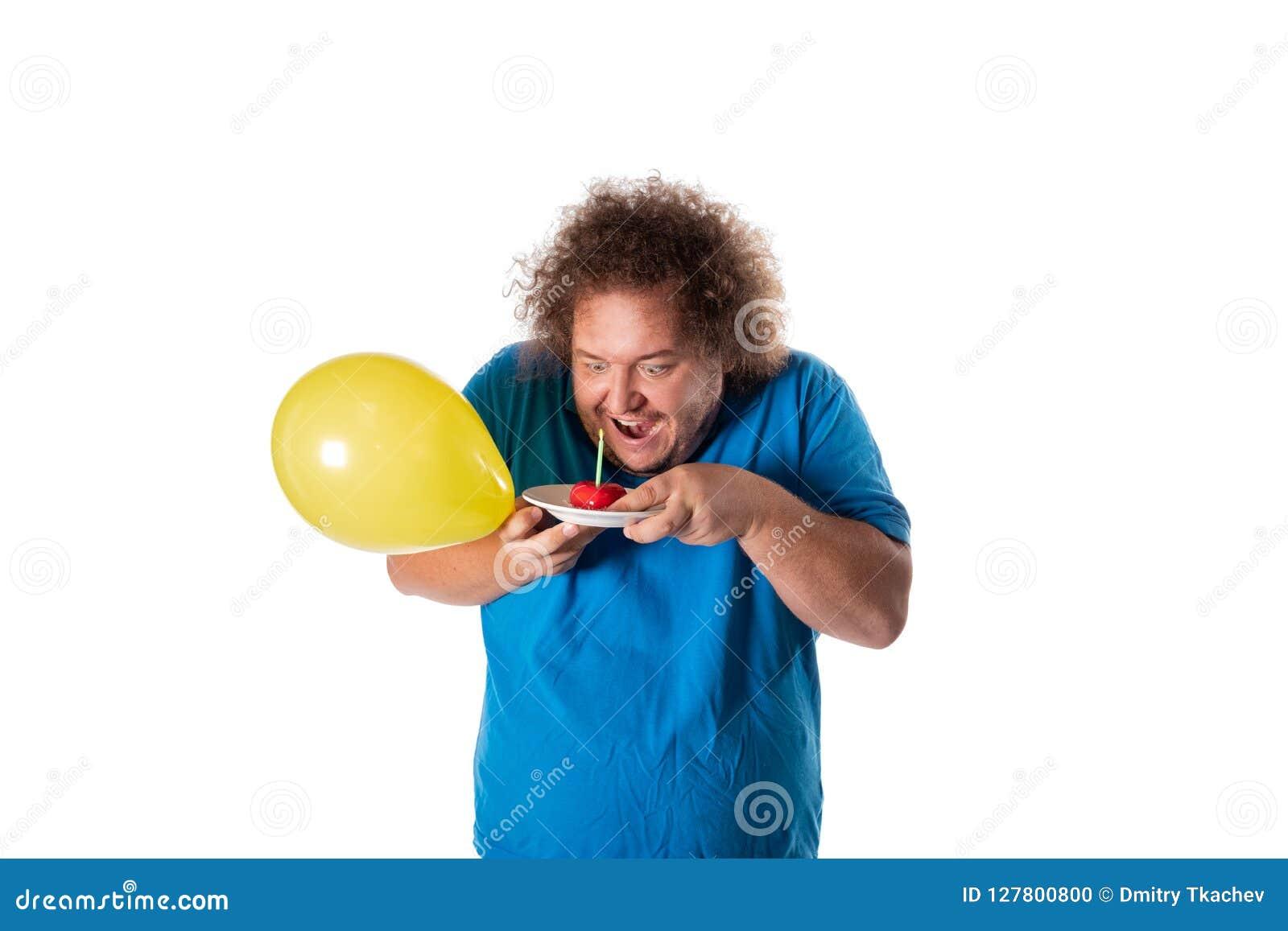 Lustiger dicker Mann mit Kuchen und Ballonen Alles Gute zum Geburtstag