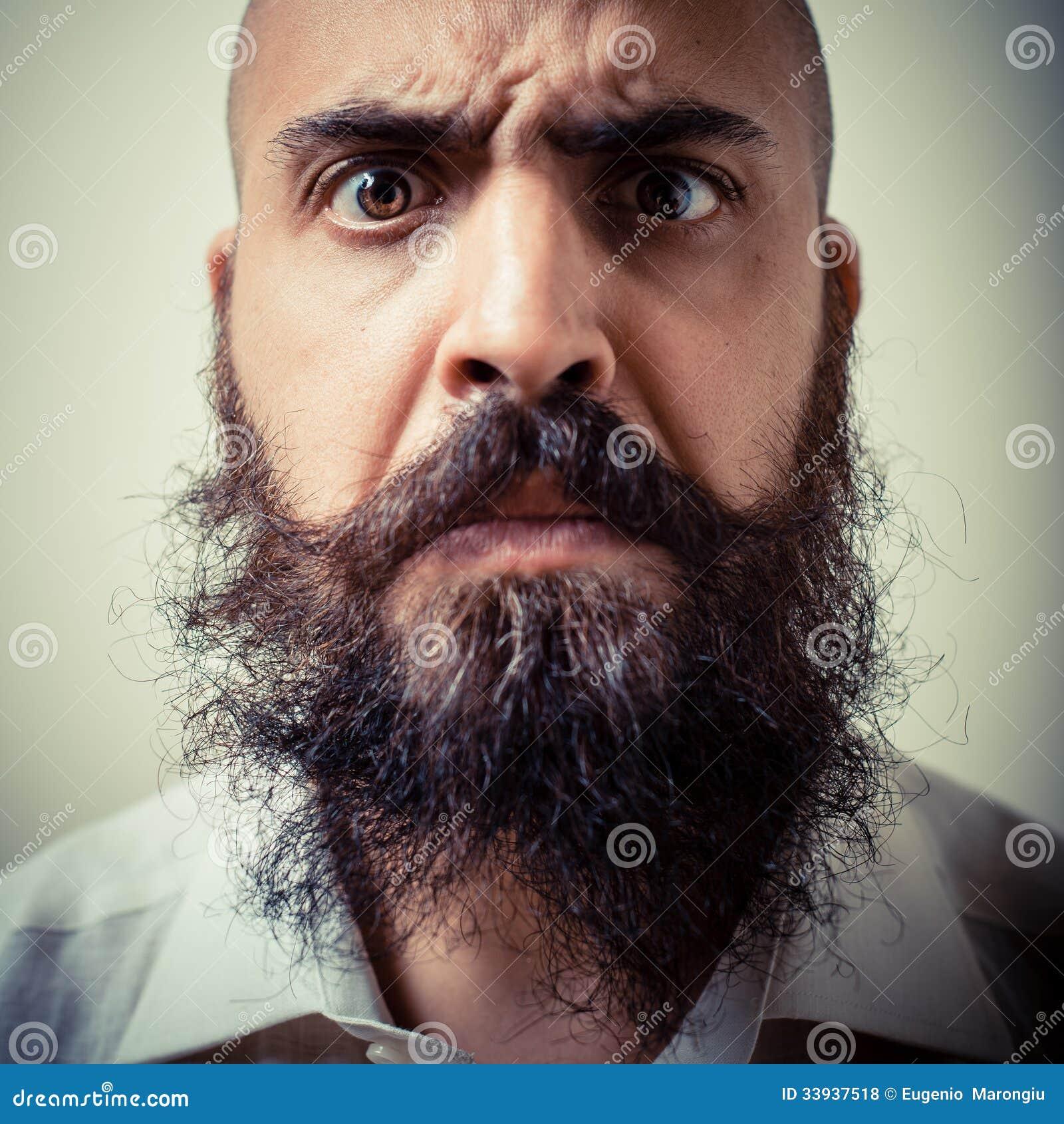 Lustiger Langer Bart Und Schnurrbartmann Mit Weißem Hemd Stockfoto