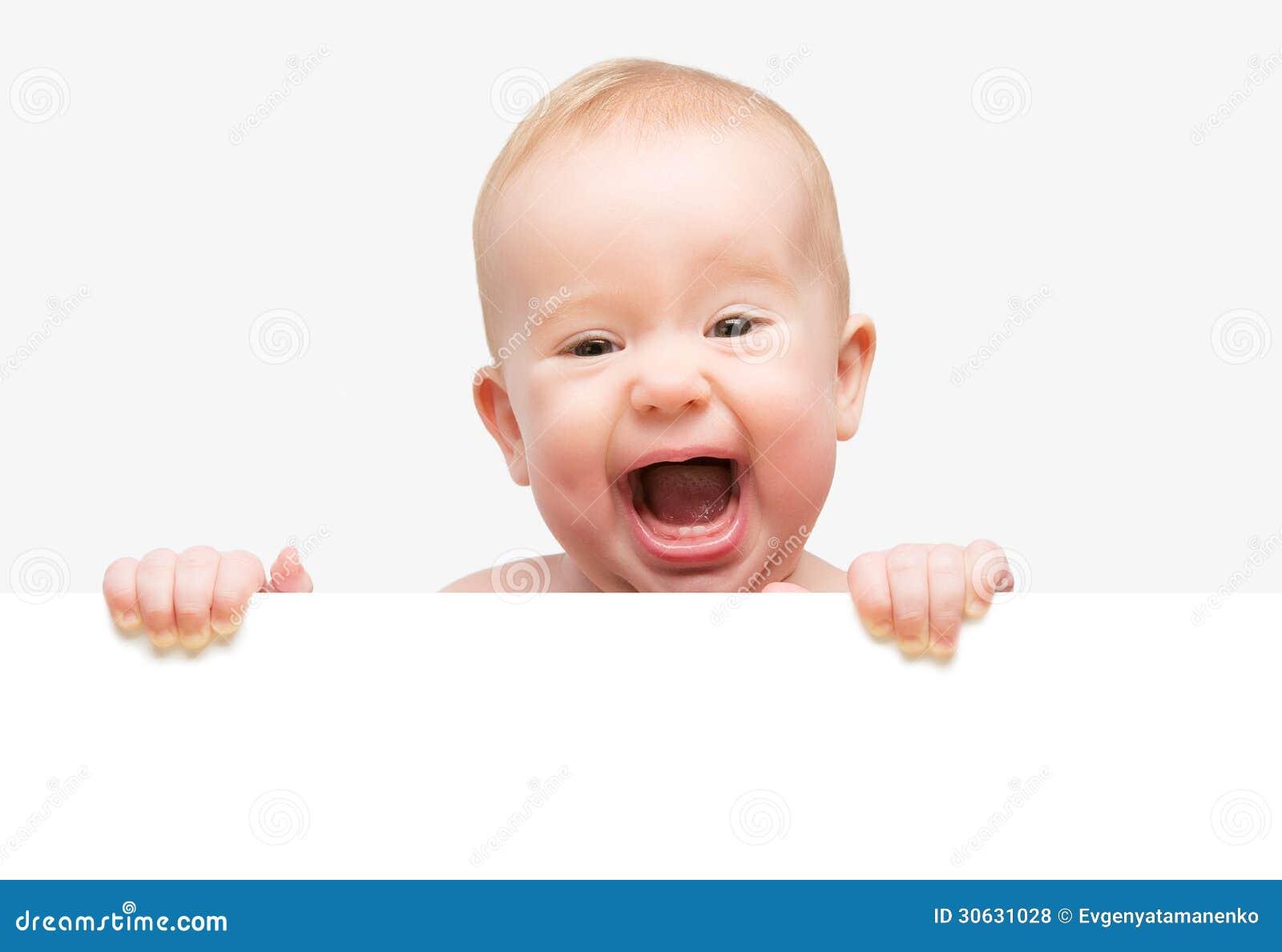 Lustiges nettes Baby mit der weißen leeren Fahne lokalisiert
