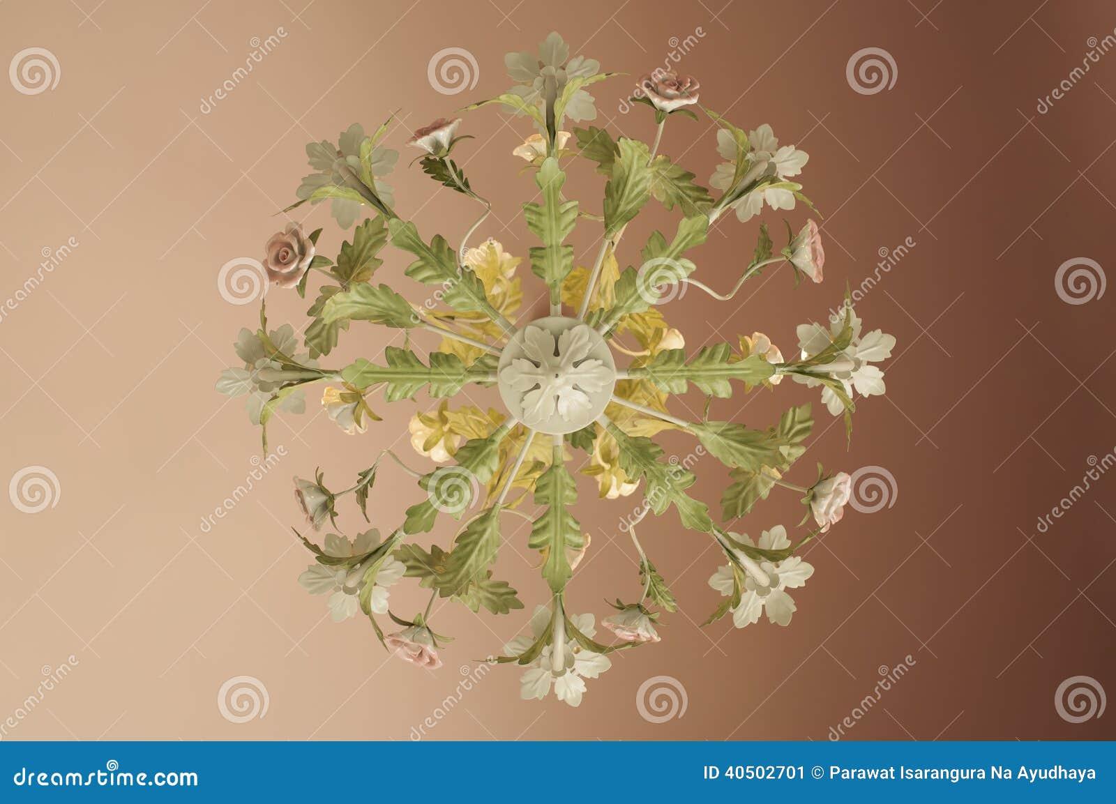 lustre fleurs lustre fleurs with lustre fleurs un mariage ne serait tout simplement pas le mme. Black Bedroom Furniture Sets. Home Design Ideas