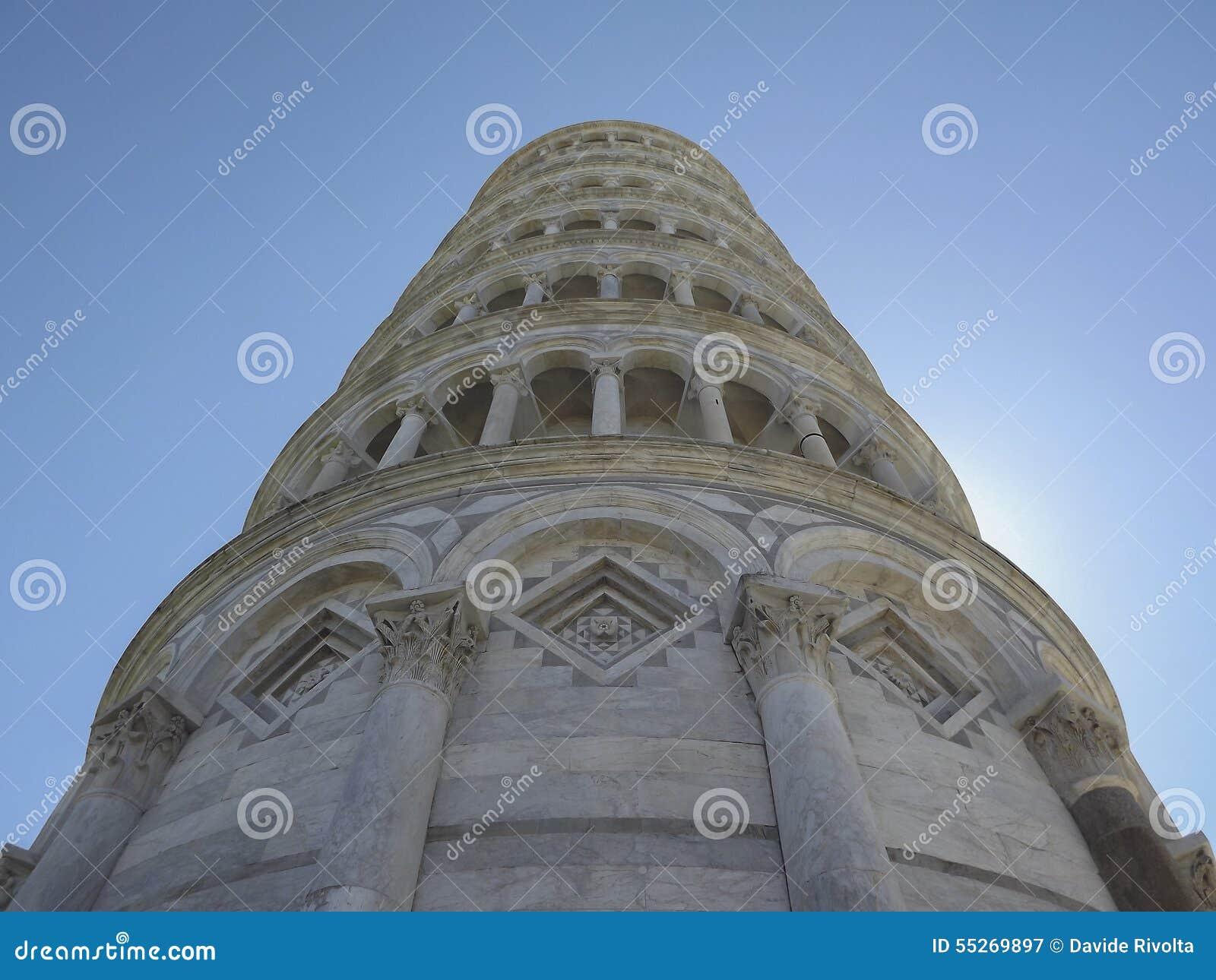 Lutande torn underifrån, Pisa, Italien