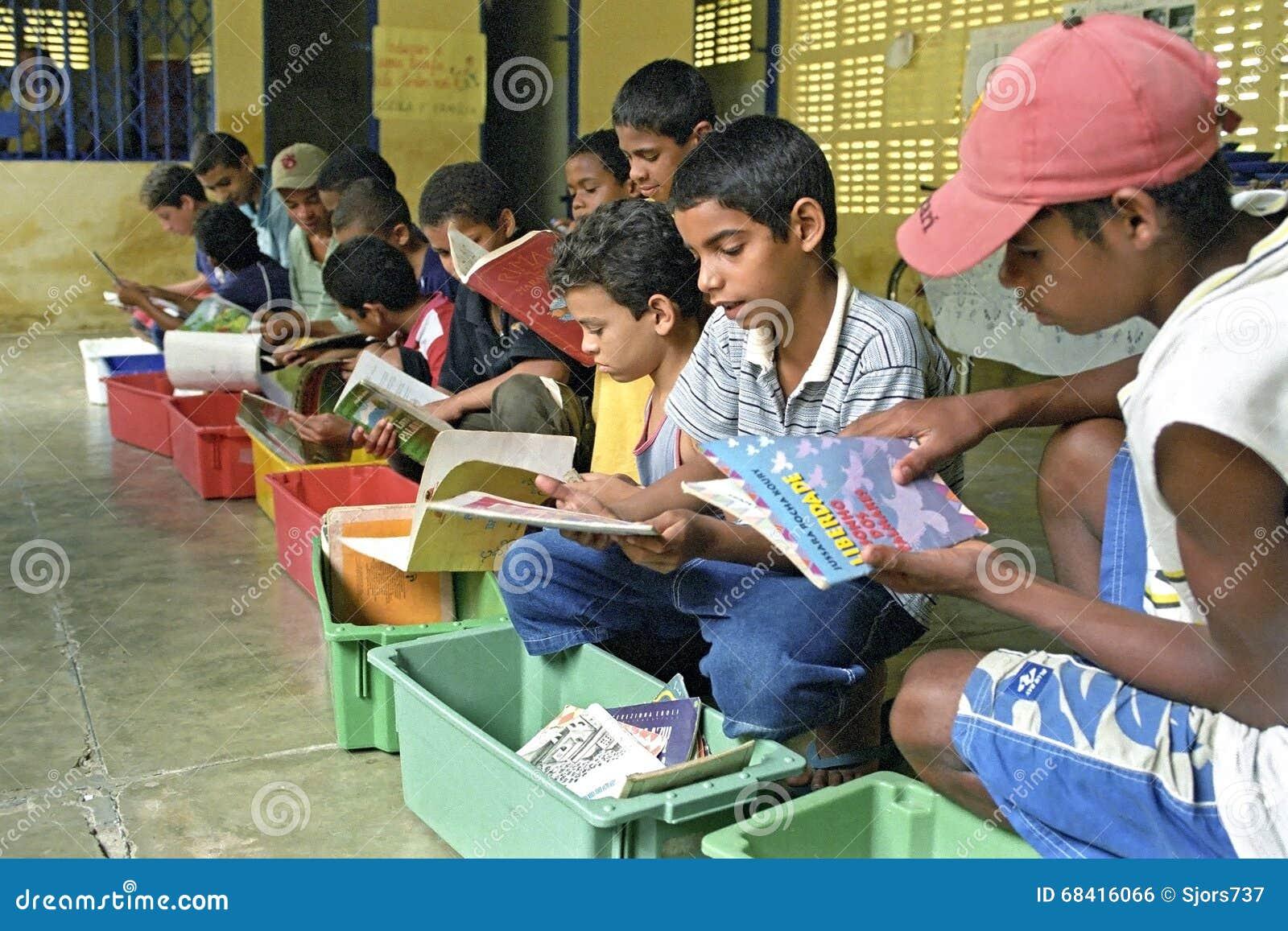 Lute contra o analfabetismo através da biblioteca móvel, Brasil