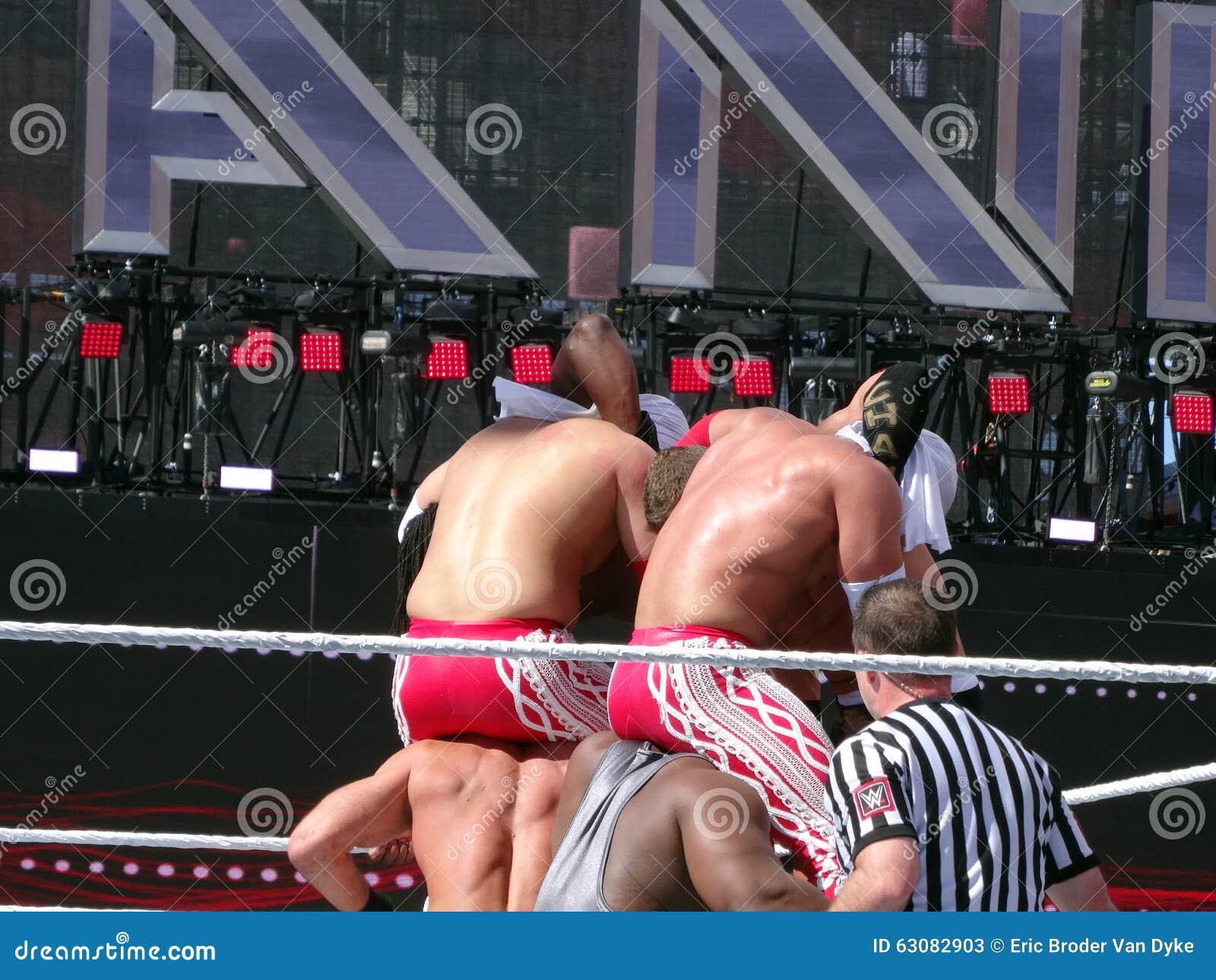 Download Lutteurs De WWE, Cesaro, Grand E, Matadores De Visibilité Directe, Tyson Kidd, Kofi K Photo stock éditorial - Image du homme, allumette: 63082903