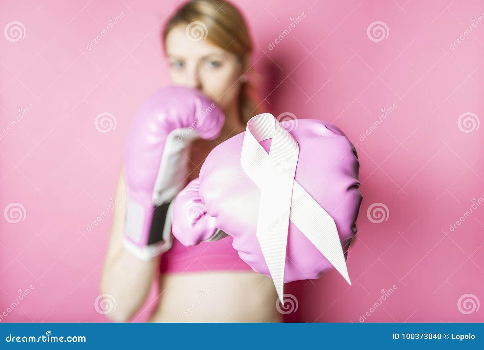 luttez pour la femme de cancer du sein avec le symbole sur le fond rose photo stock image du. Black Bedroom Furniture Sets. Home Design Ideas