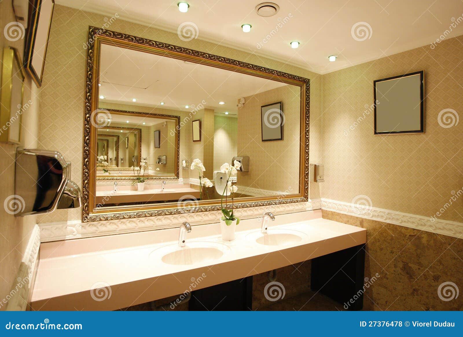 Luxe badkamers royalty vrije stock foto 39 s afbeelding 27376478 - Badkamers ...