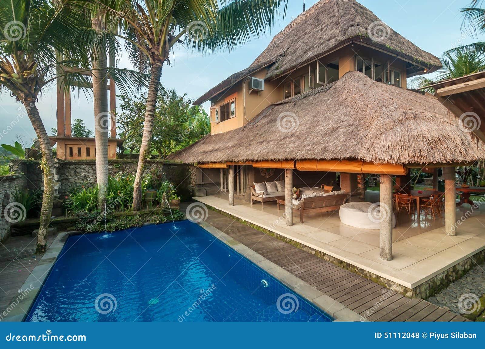 Luxe, classique, et villa privée de style de Balinese avec la piscine ...