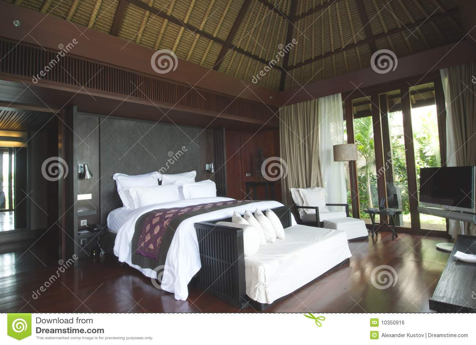 Luxe d 39 int rieur de chambre coucher image libre de for Interieur de chambre a coucher