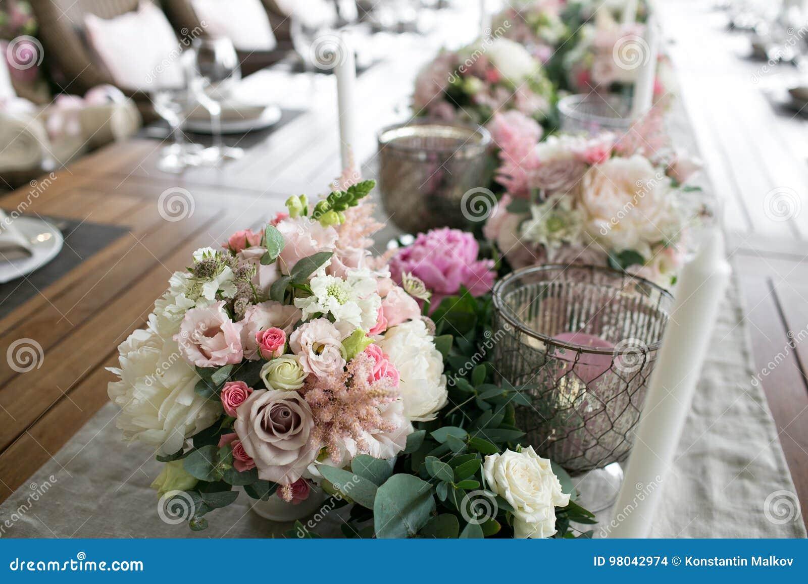 Bon Luxe, Disposition élégante De Table De Réception De Mariage, Pièce  Maîtresse Florale