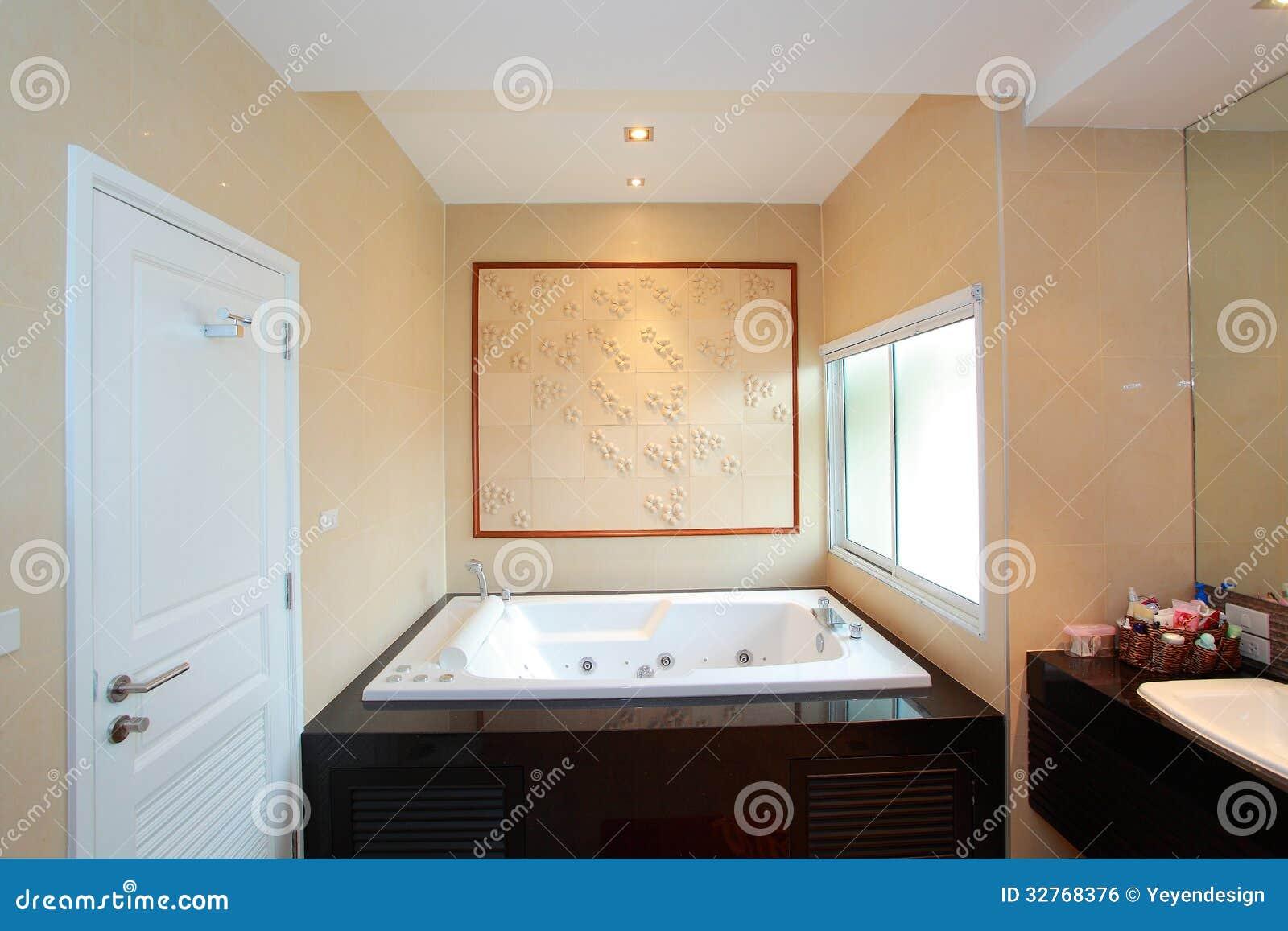 Luxe moderne badkamers royalty vrije stock afbeelding afbeelding 32768376 - Moderne luxe badkamer ...