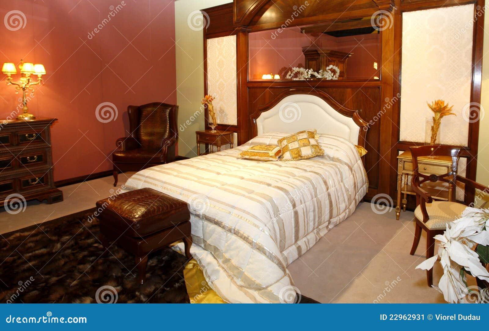 Luxe slaapkamer stock afbeelding   afbeelding: 22962931