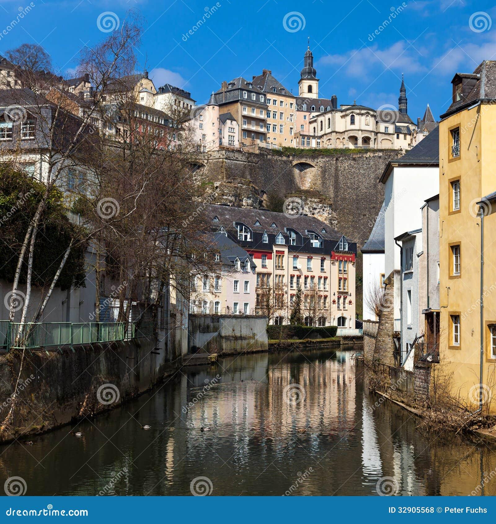Einfamilienhausmietvertrag Mietvertrag Von Haus Grund: Luxemburg-Grund Stockfoto. Bild Von Cityscape, Himmel