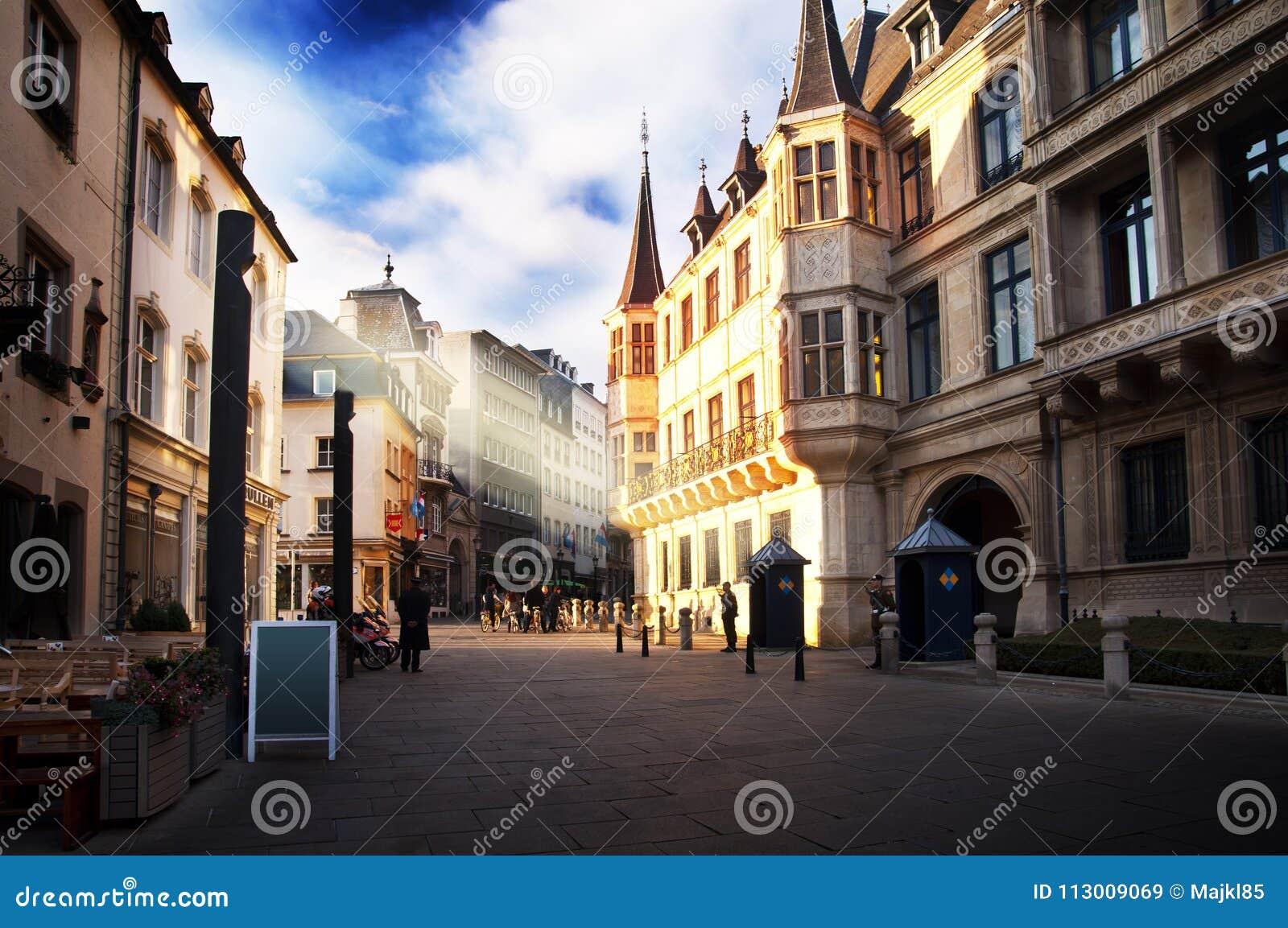 Luxemburg-Stadt - Herzog ` s Palast an einem sonnigen Tag