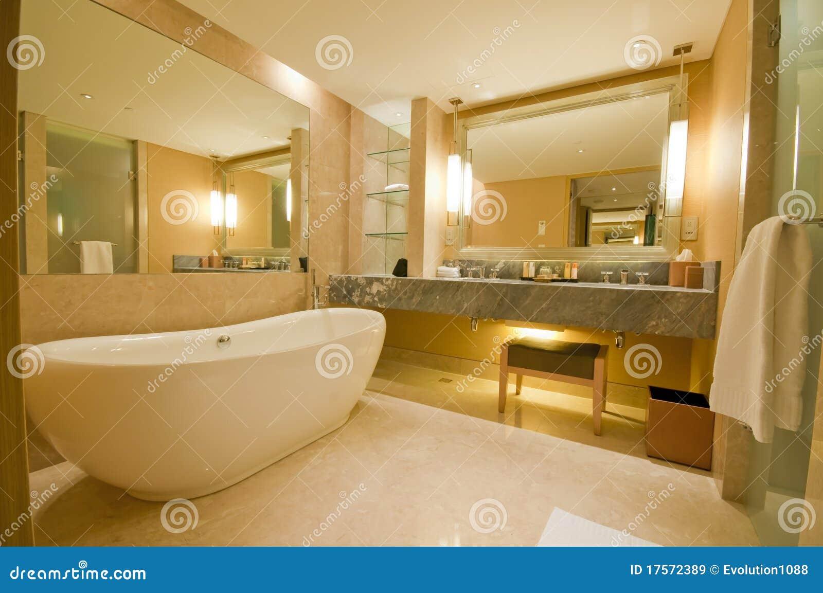 Luxueuze Badkamers stock afbeelding. Afbeelding bestaande uit ...