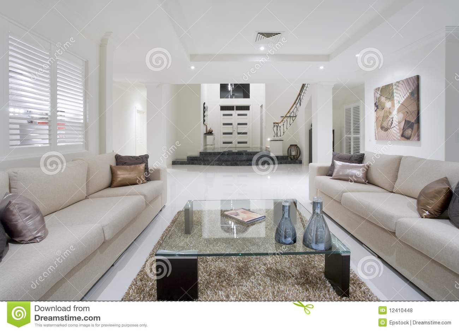 Luxueuze witte nieuwe woonkamer royalty vrije stock foto's ...