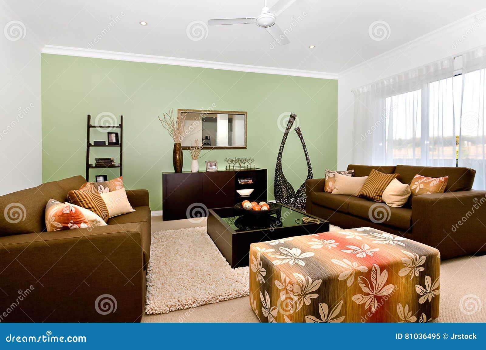 Luxueuze woonkamer van een modern huisbinnenland met groot en fa