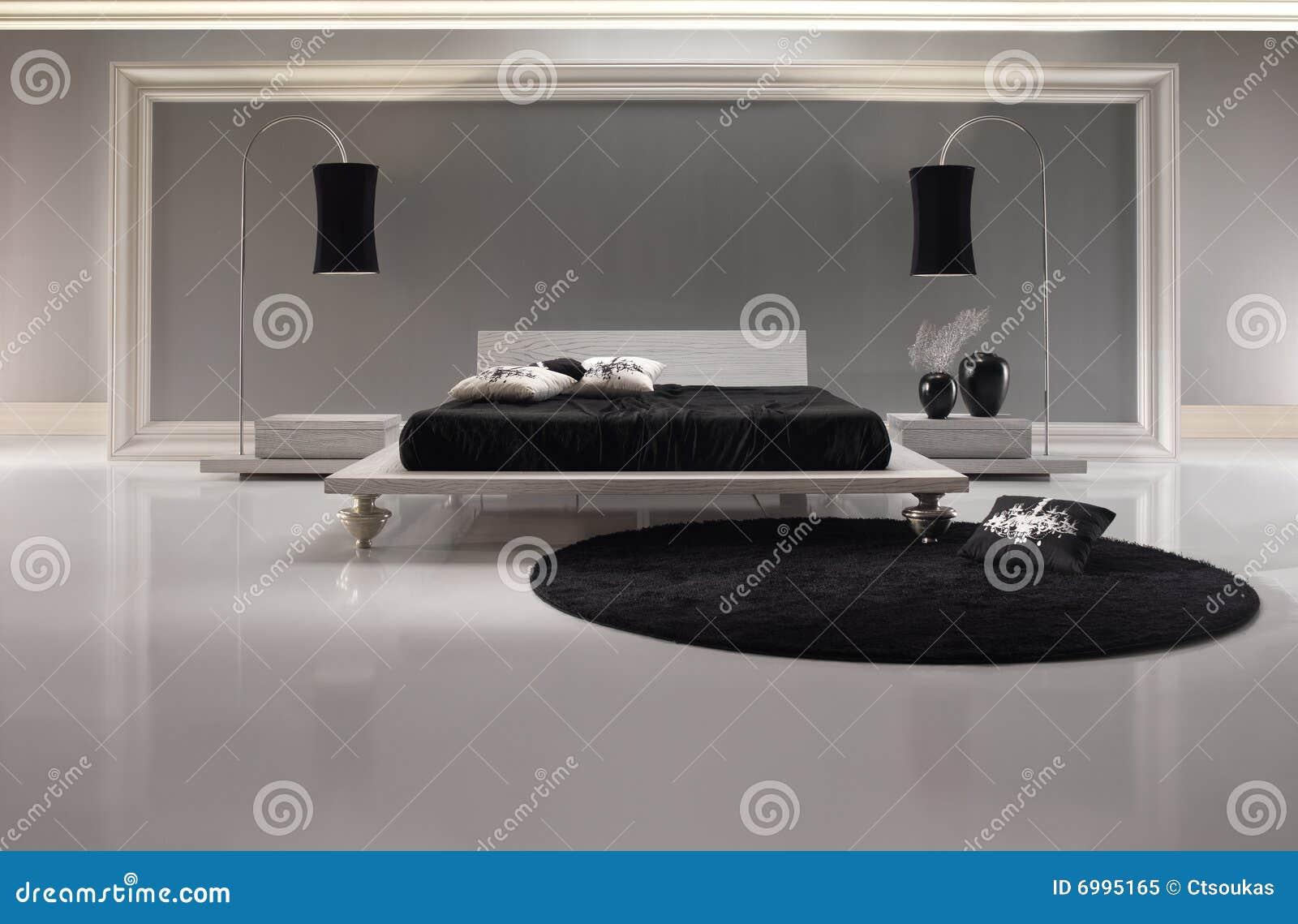slaapkamer met zwarte dekking en zwart tapijt op houten witte vloer ...