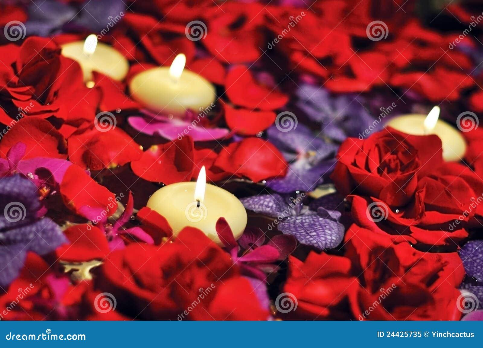 Fantastisch Download Luxuriöse Kerzen Schwimmen Auf Romantisches Bett Der Rosen  Stockbild   Bild Von Geschenk, Jahrestag