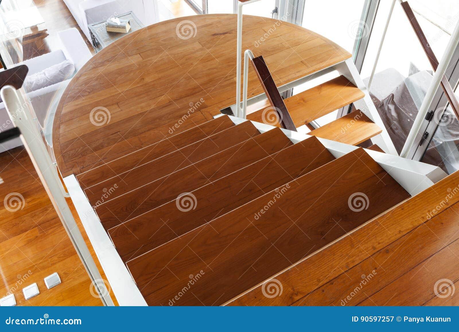 Luxuriöses Modernes Hölzernes Treppenhaus Im Modernen Haus Stockbild ...