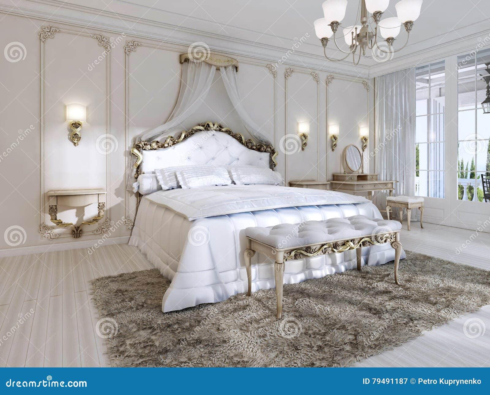 Luxuriöses Schlafzimmer In Den Weißen Farben In Einer Klassischen ...