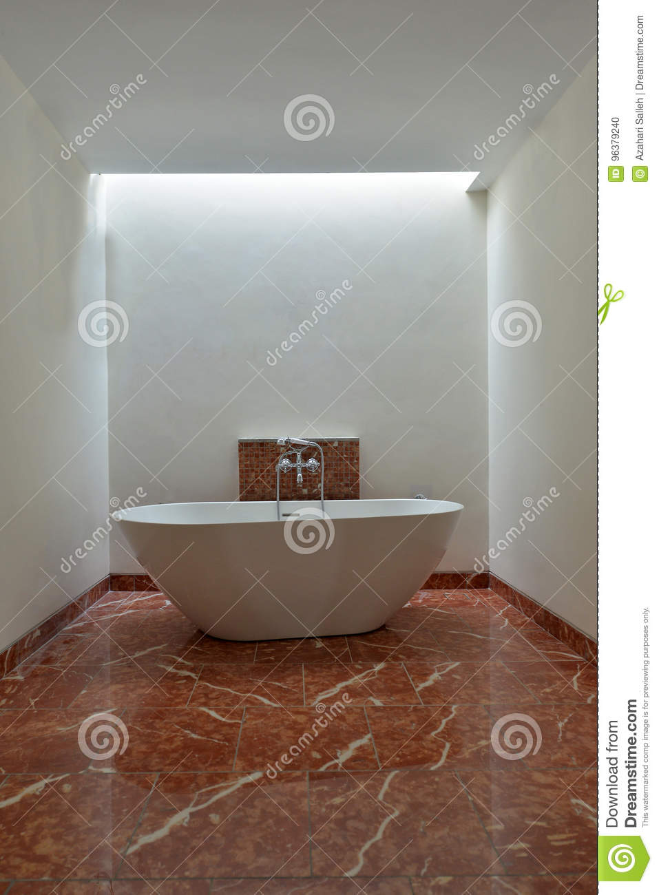 Luxurious Bathtub In Wide Space Bathroom Editorial Image - Image of ...