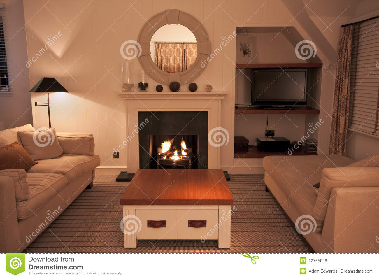 Charmant Luxurious Modern Living Room With Lit Fire