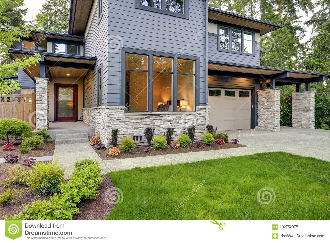 Luxurious Home Design With Modern Curb Appeal In Bellevue