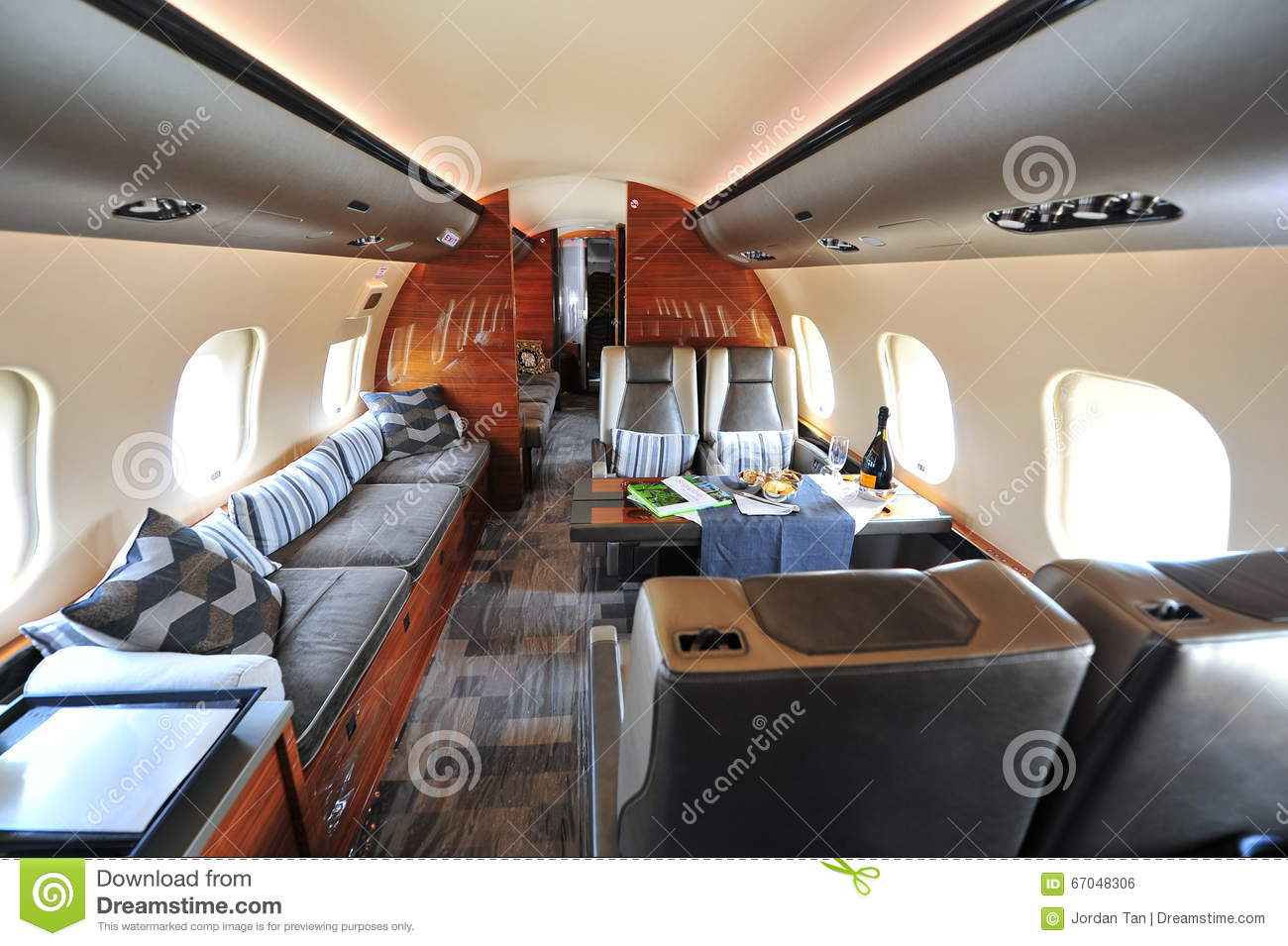 Luxurious And Spacious Interior Of Bombardier Global 6000 ...