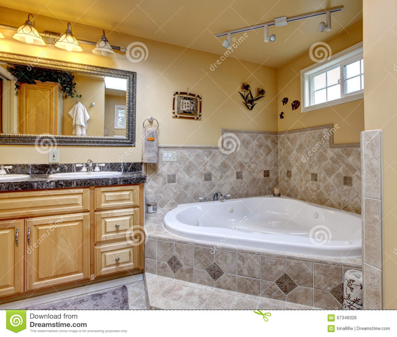 Luxury bathroom with jacuzzi style bath tub stone floor for Salle de bain avec jacuzzi et douche