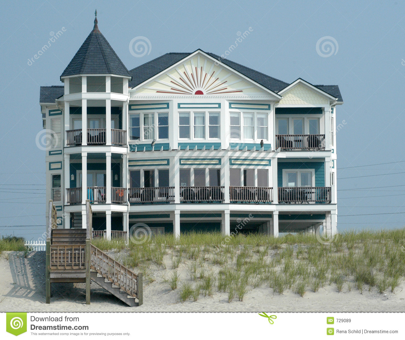 Luxury Beach House: Luxury Beach House Royalty Free Stock Images