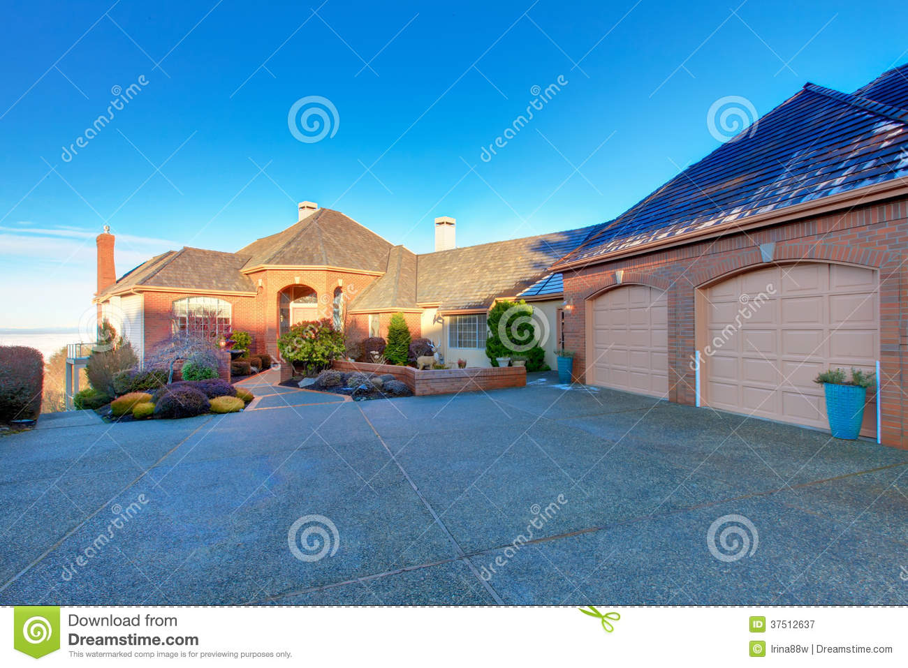 Luxury brick house stock image image of brown exterior for Dream roof