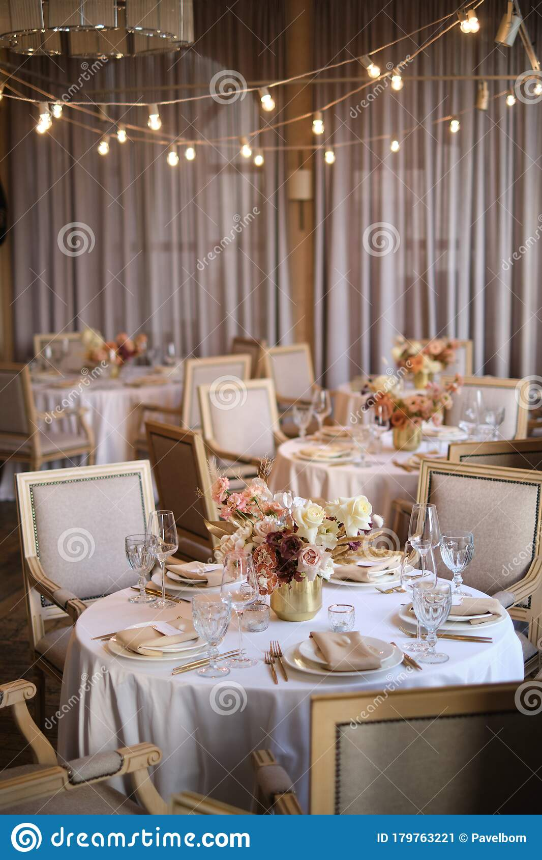 Luxury Cozy Autumn Wedding Table Decoration In The Restaurant Fresh And Dried Flowers Roses Carnations Beautiful Table Setting Stock Image Image Of Restaurant Dried 179763221