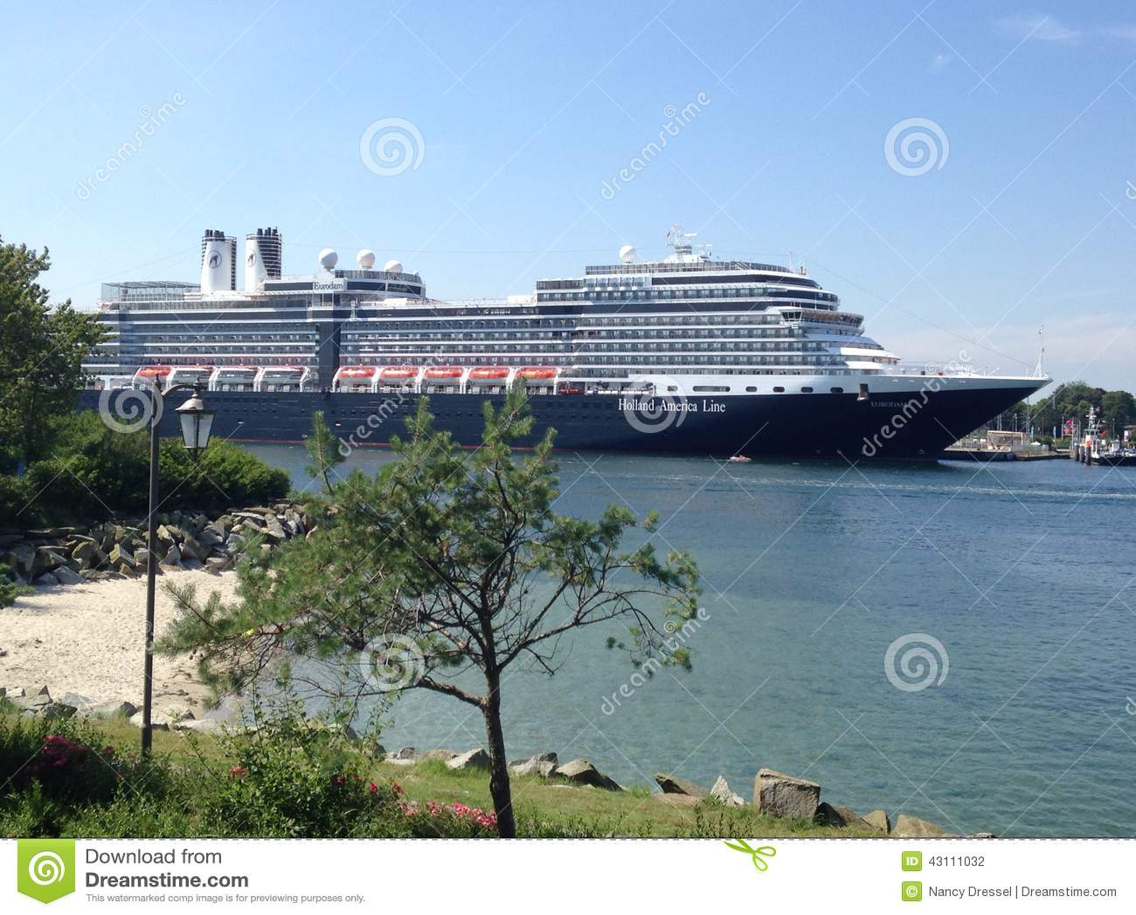 luxury cruise ship MS Queen Victoria, Bermudas