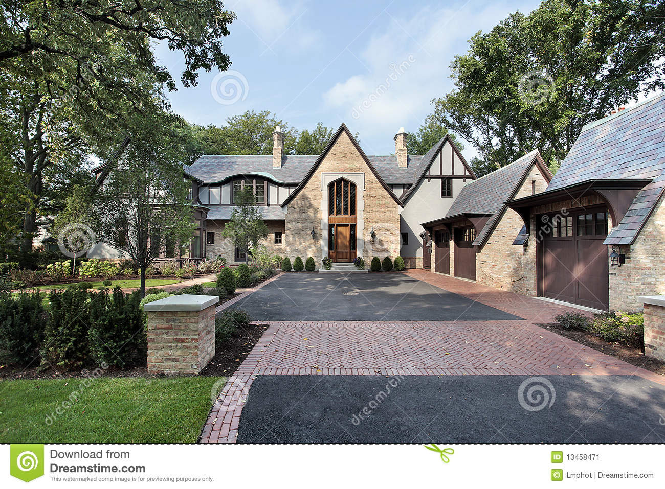 Luxury home with four car garage stock image image 13458471 for Homes with 4 car garages