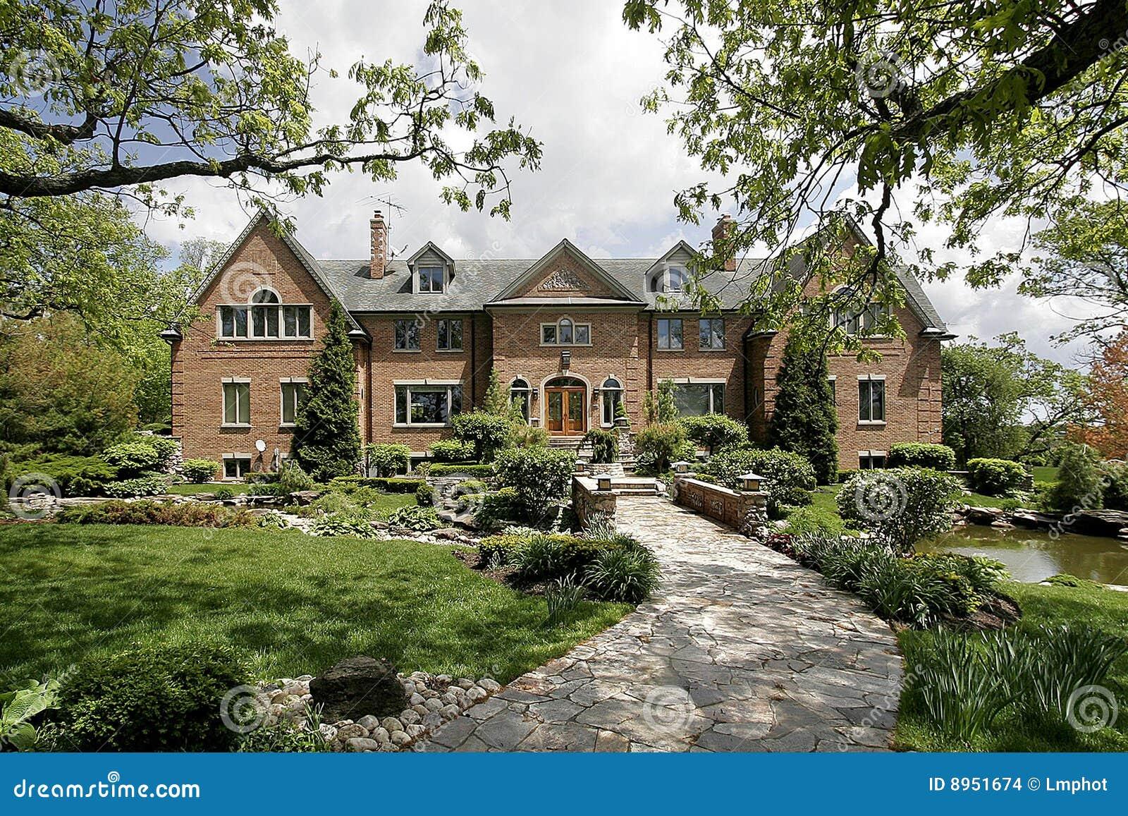 luxury-home-stone-walkway-8951674.jpg