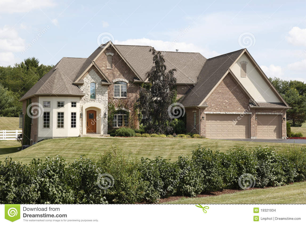 Luxury home with three car garage stock images image for 3 car garage homes